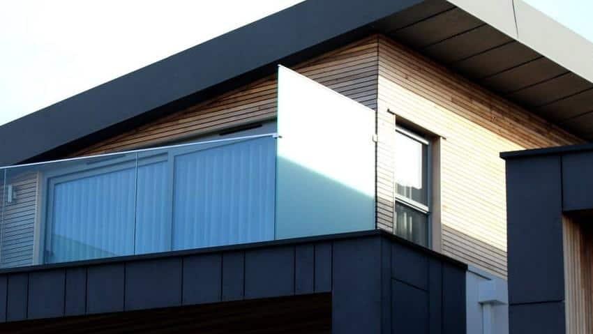 sichtschutz aus glas f r balkon dusche toilette. Black Bedroom Furniture Sets. Home Design Ideas
